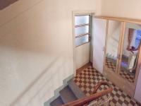 Pohled na vstupní dveře do bytu v 2.NP - Prodej domu v osobním vlastnictví 320 m², České Budějovice