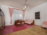 Obývací pokoj se vstupem do dalšího pokoje v 1.NP - Prodej domu v osobním vlastnictví 320 m², České Budějovice