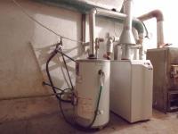 Plynový kotel je umístěn ve sklepě  - Prodej domu v osobním vlastnictví 320 m², České Budějovice