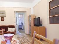 Pohled směrem z obývacího pokoje do kuchyně a koupelny ve 2.NP - Prodej domu v osobním vlastnictví 320 m², České Budějovice