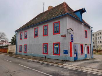 Pohled na dům z ulice - Pronájem komerčního objektu 310 m², Blatná
