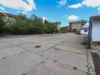 Manipulační plocha u pavilonů - Prodej komerčního objektu 7165 m², Vacov