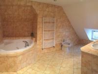koupelna ve 3.np (Prodej domu v osobním vlastnictví 746 m², Krnov)