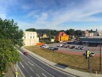výhled z bytu ve 3.np (Prodej domu v osobním vlastnictví 746 m², Krnov)