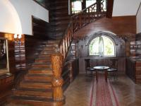 vstupní hala-lovecký salonek (Prodej domu v osobním vlastnictví 746 m², Krnov)