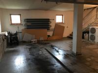 garáž - Prodej domu v osobním vlastnictví 680 m², Ostrava