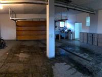 garáž (Prodej domu v osobním vlastnictví 680 m², Ostrava)