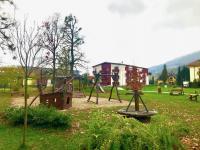 dětské hřiště před domem (Prodej bytu 3+kk v osobním vlastnictví 100 m², Čeladná)