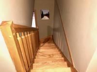 schodiště z masívního dřeva (Prodej bytu 3+kk v osobním vlastnictví 100 m², Čeladná)