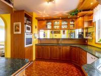kuchyň v 1. patře (Prodej domu v osobním vlastnictví 150 m², Metylovice)