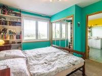 ložnice s vlastní koupelnou v 1. patře (Prodej domu v osobním vlastnictví 150 m², Metylovice)