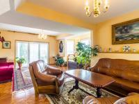 obývací pokoj v přízemí (Prodej domu v osobním vlastnictví 150 m², Metylovice)