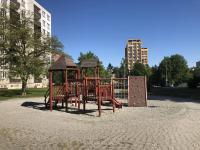 dětské hřiště za domem (Pronájem bytu 3+1 v družstevním vlastnictví 68 m², Ostrava)