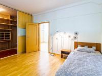 pokoj s šatnou č. 6 (Pronájem bytu 4+1 v družstevním vlastnictví 140 m², Ostrava)