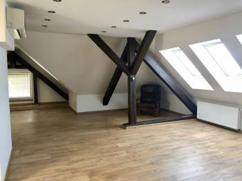 kancelář v podkroví - Pronájem komerčního objektu 300 m², Ostrava