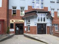 hlavní vchod - Prodej bytu 3+1 v osobním vlastnictví 83 m², Ostrava