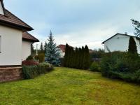 pohled ze zahrady k příjezdové komunikaci (Prodej domu v osobním vlastnictví 225 m², Stará Huť)