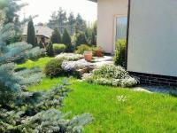 zahrada v létě (Prodej domu v osobním vlastnictví 225 m², Stará Huť)