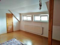 ložnice v podkroví (Prodej domu v osobním vlastnictví 225 m², Stará Huť)