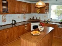 kuchyň (Prodej domu v osobním vlastnictví 225 m², Stará Huť)