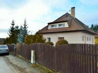 pohled na dům z ulice (Prodej domu v osobním vlastnictví 225 m², Stará Huť)