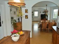 pohled z kuchyně do jídelny (Prodej domu v osobním vlastnictví 225 m², Stará Huť)