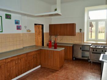 kuchyň - Pronájem domu 400 m², Korkyně