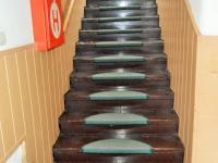 schodiště do 2.NP (Pronájem domu 400 m², Korkyně)