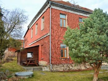 pohled do zahrady - Pronájem domu 400 m², Korkyně