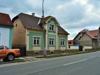 pohled na dům z ulice - Prodej domu v osobním vlastnictví 214 m², Zdice