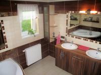 Koupelna - Prodej domu v osobním vlastnictví 116 m², Lety