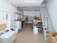 hala se schodištěm - Pronájem komerčního objektu 2252 m², Nový Knín