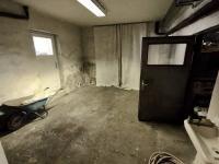 garáž (Prodej domu v osobním vlastnictví 170 m², Kovářská)