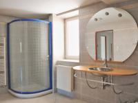 Koupelna podkrovního bytu - Prodej komerčního objektu 2874 m², Teplice