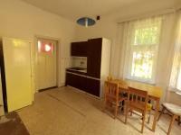 kuchyně v přízemí (Prodej domu v osobním vlastnictví 200 m², Dubí)