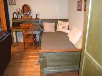 Obývací pokoj 2 (Prodej bytu 1+1 v osobním vlastnictví 49 m², Roztoky)