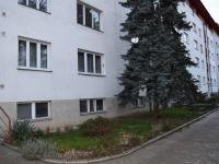 Pohled na dům (Prodej bytu 1+1 v osobním vlastnictví 49 m², Roztoky)