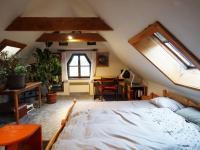 ložnice v patře (Prodej domu v osobním vlastnictví 120 m², Kamenice)