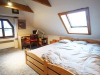 ložnice 1 (Prodej domu v osobním vlastnictví 120 m², Kamenice)