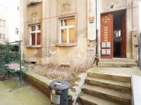 okna bytu (Prodej bytu 1+kk v osobním vlastnictví 43 m², Praha 4 - Podolí)