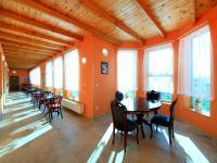 zimní zahrada v kavárenském stylu - Prodej penzionu 927 m², Dlouhá Lhota