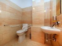 sociální zařízení - Prodej penzionu 927 m², Dlouhá Lhota