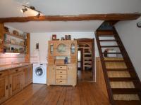 3+1 kuchyně s jídelnou (Prodej domu v osobním vlastnictví 320 m², Holubice)