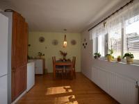 4+1 kuchyně s jídelnou (Prodej domu v osobním vlastnictví 320 m², Holubice)