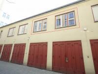 okna bytu (Prodej bytu 2+kk v osobním vlastnictví 30 m², Praha 1 - Nové Město)