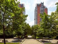 okolí domu (Prodej bytu 2+kk v osobním vlastnictví 74 m², Praha 2 - Vinohrady)