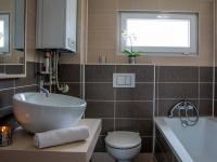 koupelna v patře (Prodej domu v osobním vlastnictví 80 m², Nehvizdy)