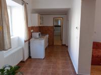 průchod z kuchyně do jidelny a obývacího pokoje (Prodej domu v osobním vlastnictví 87 m², Zlonice)