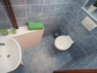 1. podlaží- samostatná toaleta (Prodej domu v osobním vlastnictví 218 m², Praha 6 - Břevnov)