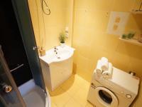1. podlaží - koupelna se sprchovým koutem (Prodej domu v osobním vlastnictví 218 m², Praha 6 - Břevnov)